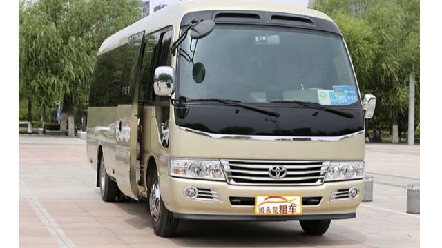 济南企业客户考察,22座丰田考斯特商务租车成为首选